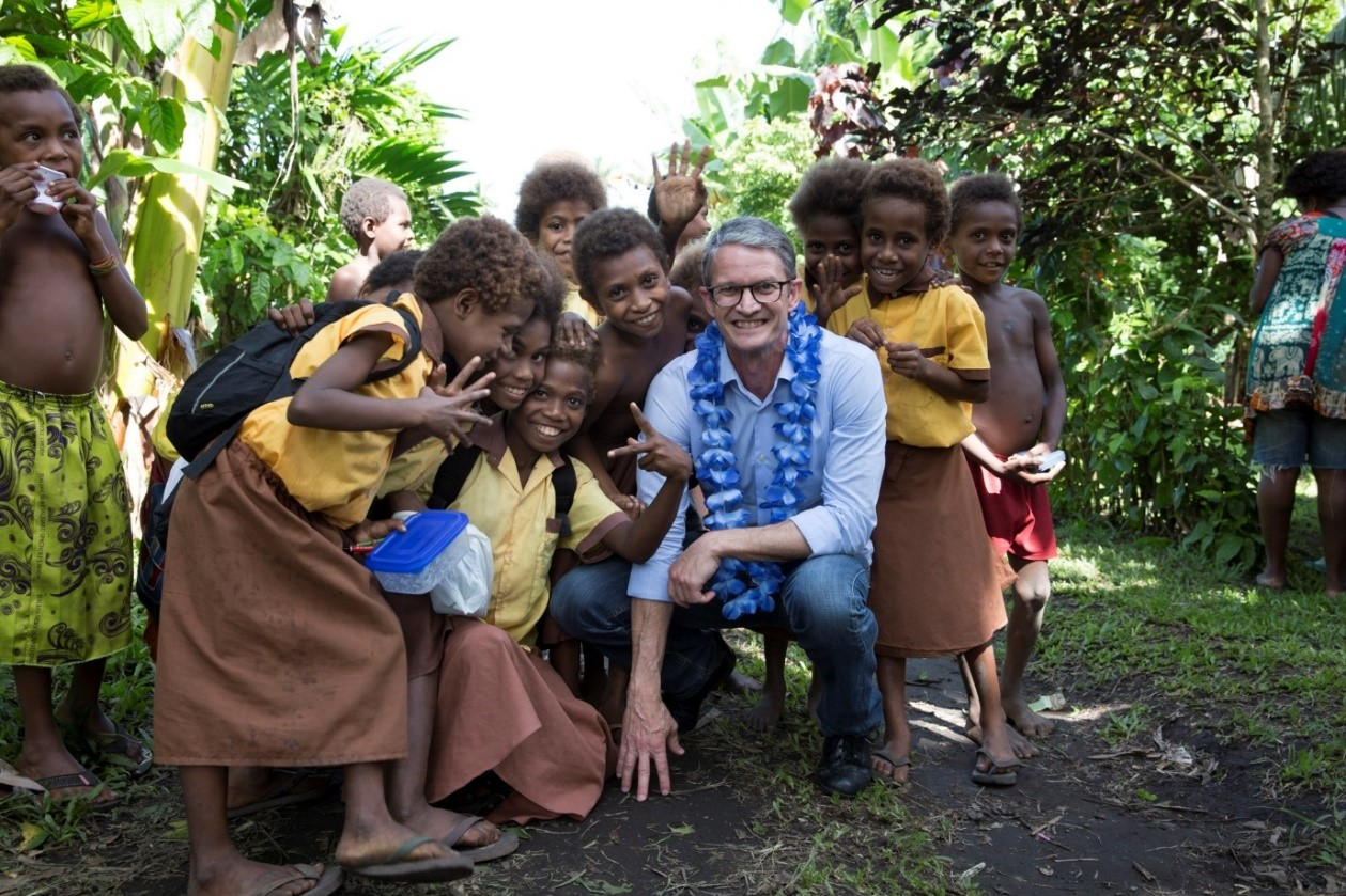 Lynton Crabb with New Guinean children